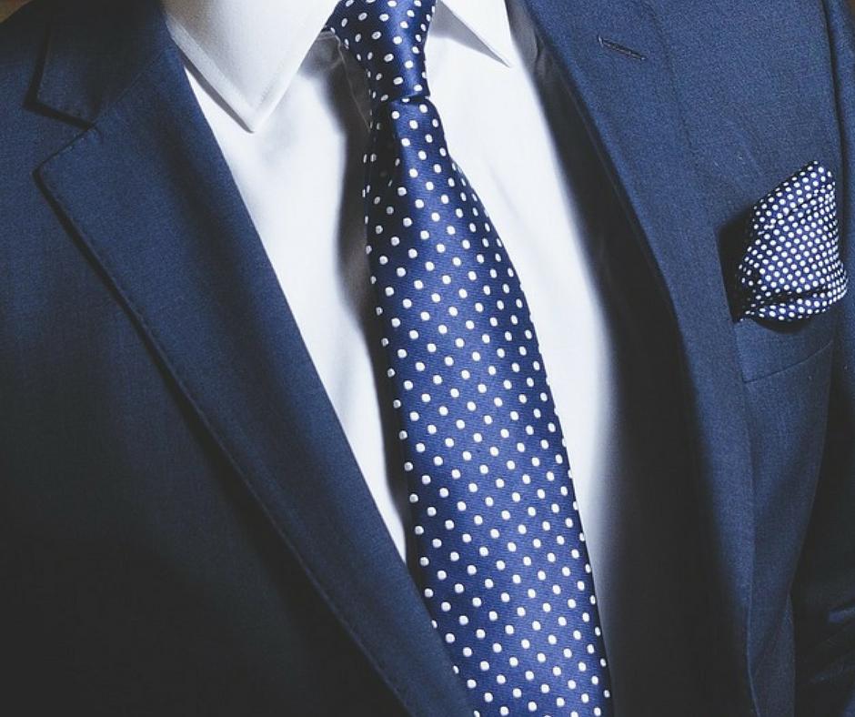 camicia bianca da uomo: come abbinarla
