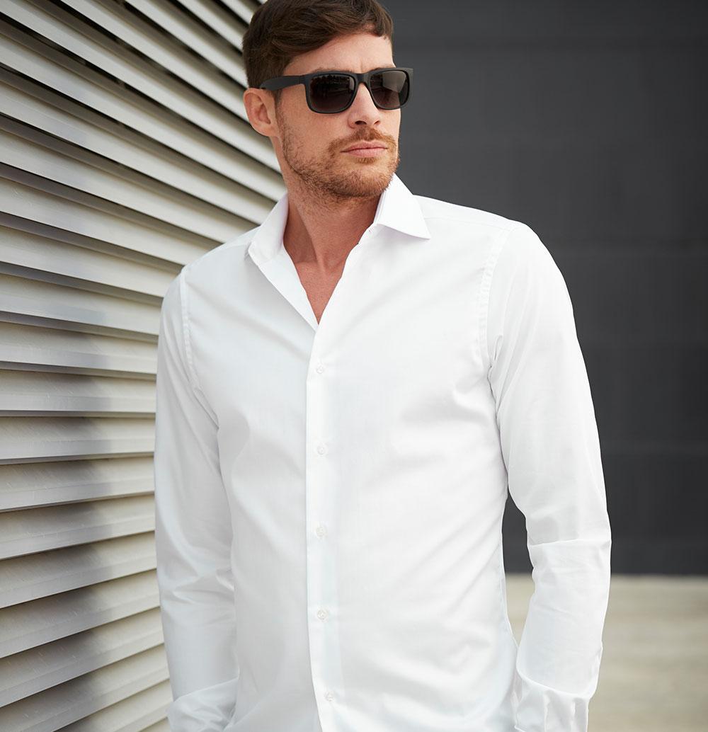 si portano le giacche bianche